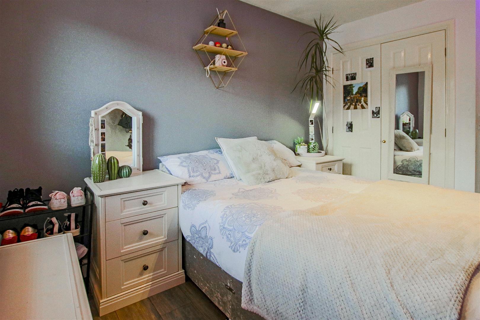 4 Bedroom Detached House For Sale - redwing31778.JPG